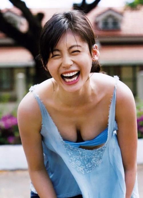 本仮屋ユイカのおっぱい、たわわに実ることに成功!『初めて「胸」と言える。最高傑作の写真集』