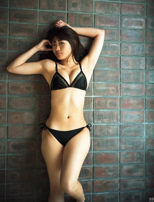 石田桃香 農業高校卒の浪速のピーチ姫 グラビア画像