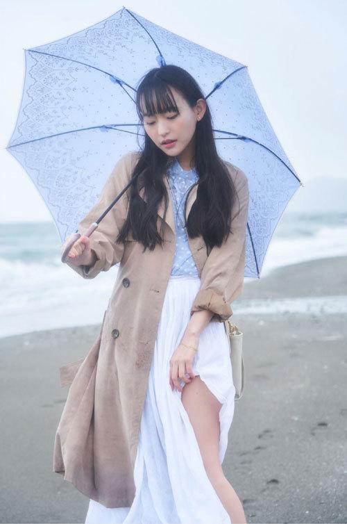高崎かなみちゃんのロリ可愛いおっぱいの谷間15