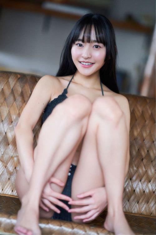 高崎かなみちゃんのロリ可愛いおっぱいの谷間21