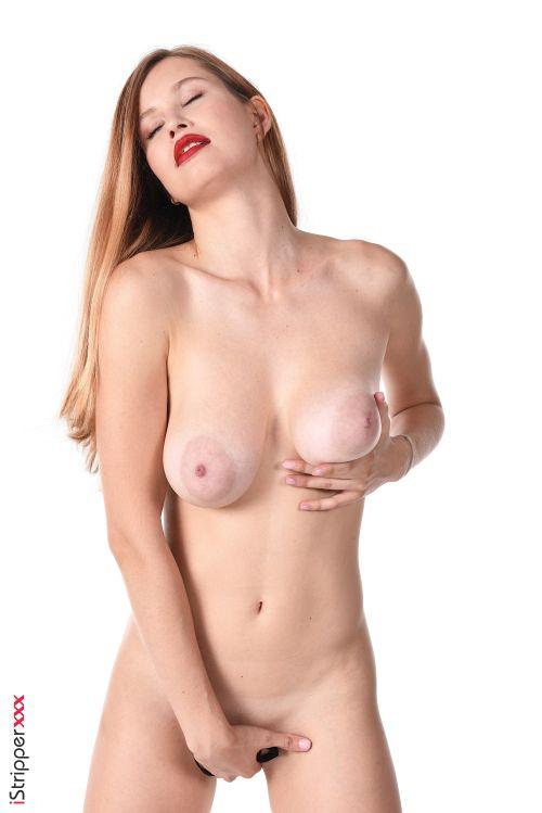 24歳にして既に熟女のフェロモンを放つ巨乳輪の垂れ乳がくっそエロいwスレンダー巨乳美女のオ○ニーヌード&エロダンスww # 外人エロ画像