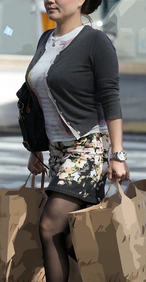人妻熟女のむっちり着衣巨乳を街撮り!素人おばさんのシコれる着衣巨乳画像26枚