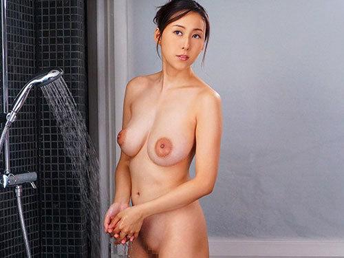 松下紗栄子 巨乳熟女上司が出張先相部屋で絶倫の部下に一晩中中出し