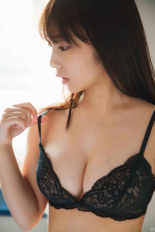 乃木坂46与田祐希 想定以上の衝撃的な爆乳ビキニ