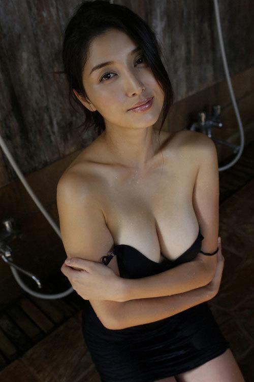 橋本マナミGカップおっぱいの人妻が妊婦さん31