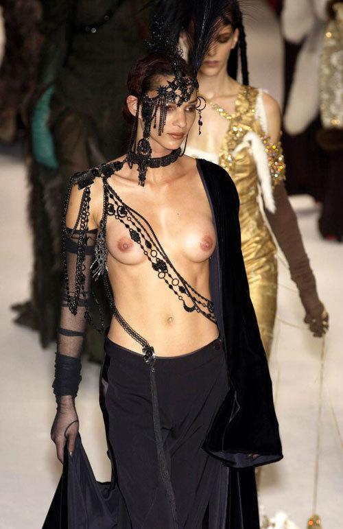 ファッションショーでおっぱい見せてるモデル27