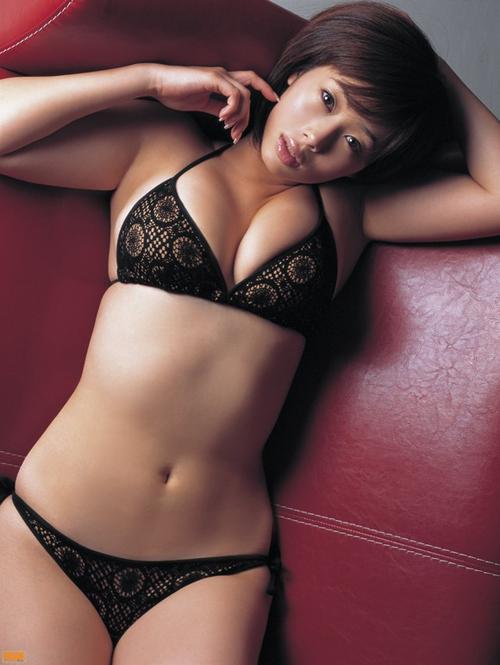 井上和香(39)がテレビで着衣巨乳を見せるもさすがに老けてきた感があるな