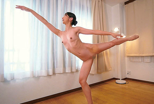 【草刈美緒】全裸バレリーナ!優美なバレエ講師がフルヌードレッスンしてくれるバレエ教室は勃起しちゃったら挿入可
