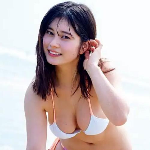 大久保桜子 スーパー戦隊女優のおっぱいデカ過ぎてビキニからこぼれそう