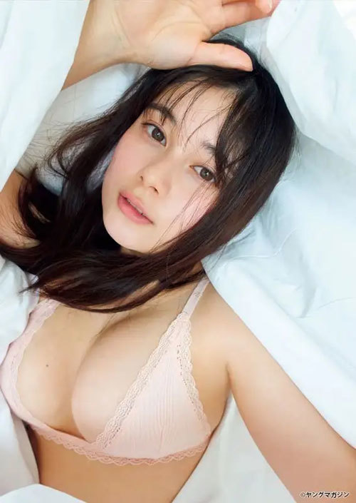 大久保桜子のビキニからこぼれそうなおっぱい1