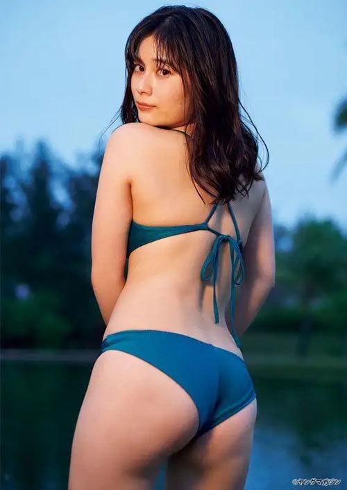 大久保桜子のビキニからこぼれそうなおっぱい3