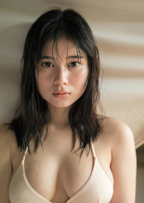 大久保桜子のビキニからこぼれそうなおっぱい5