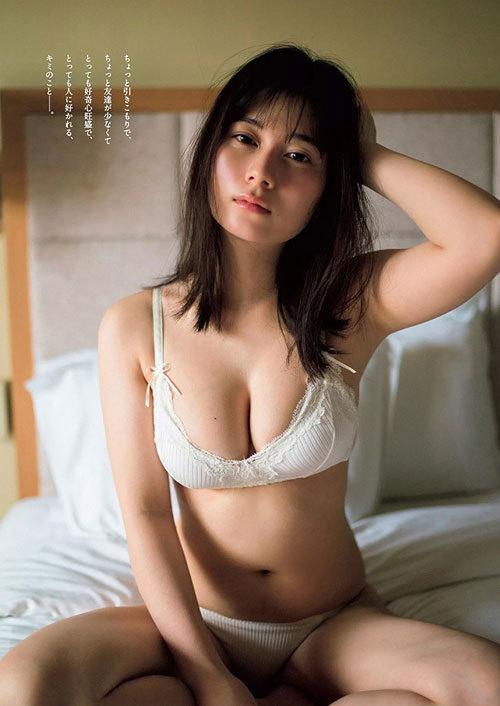 大久保桜子のビキニからこぼれそうなおっぱい16
