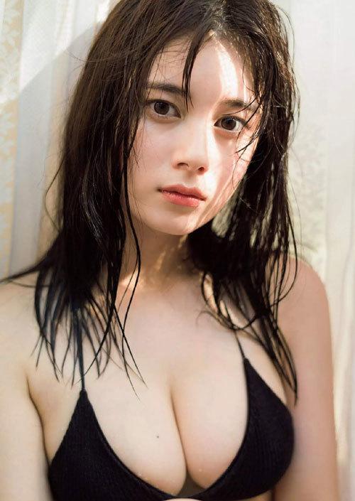大久保桜子のビキニからこぼれそうなおっぱい25