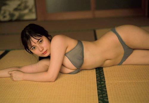 大久保桜子のビキニからこぼれそうなおっぱい26