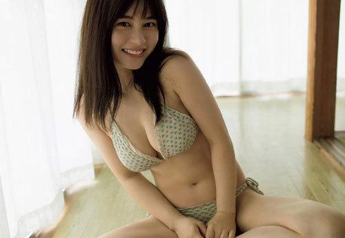 大久保桜子のビキニからこぼれそうなおっぱい27