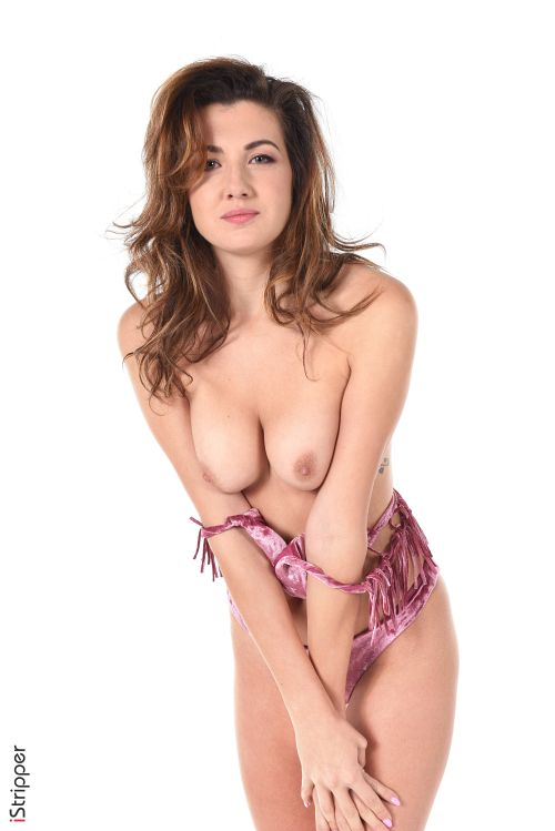 籠一杯の大人のオモチャを持ってお出掛け!狼に襲われたいスケベな赤ずきんちゃんwスペイン美女のコスプレヌード&エロダンスww # 外人エロ画像