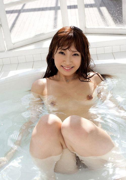 お風呂に一緒につかりおっぱいで癒やされたい16
