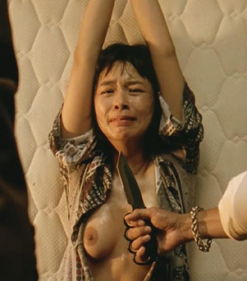 韓国女優、カン・ヘジョンのオッパイを見れるヌードシーンのセクシーGIFwww