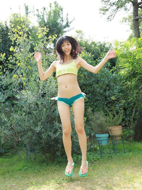 くりえみロリ系美少女の清純なおっぱいに興奮6