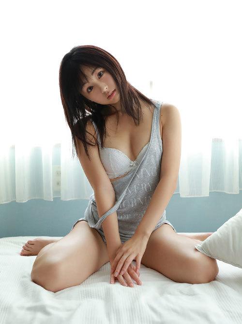 くりえみロリ系美少女の清純なおっぱいに興奮36