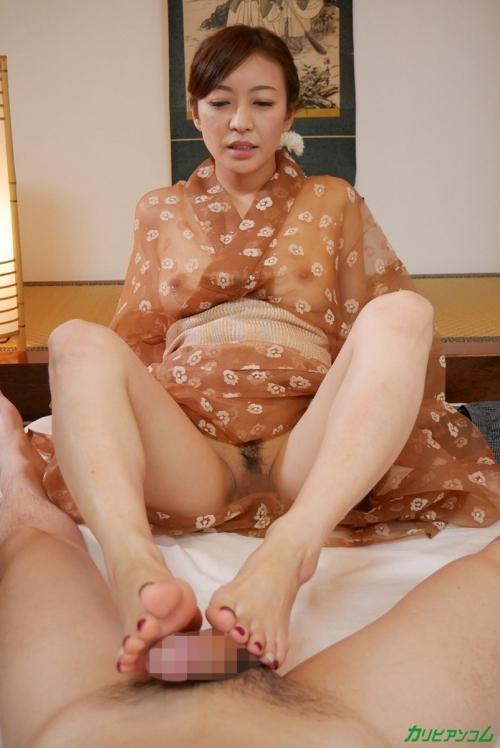 HITOMI(瞳リョウ) 美熟女絶倫女将が透け着物で、ゲスエロい中出しSEX奉仕 無修正動画