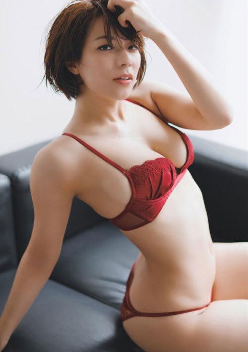 小瀬田麻由Fカップの美巨乳おっぱいに釘付け7