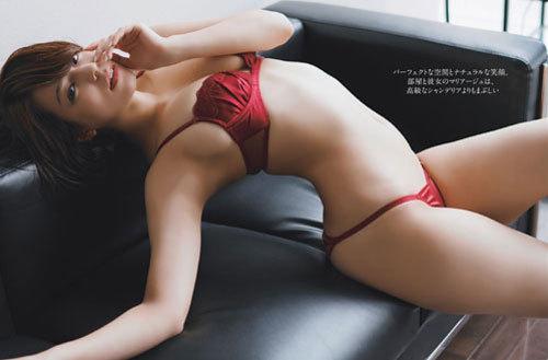 小瀬田麻由Fカップの美巨乳おっぱいに釘付け10