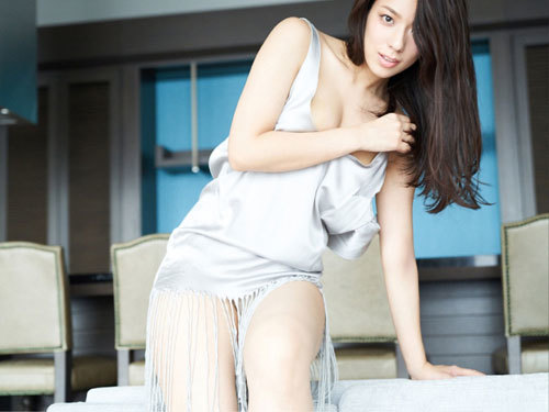 小瀬田麻由Fカップの美巨乳おっぱいに釘付け32