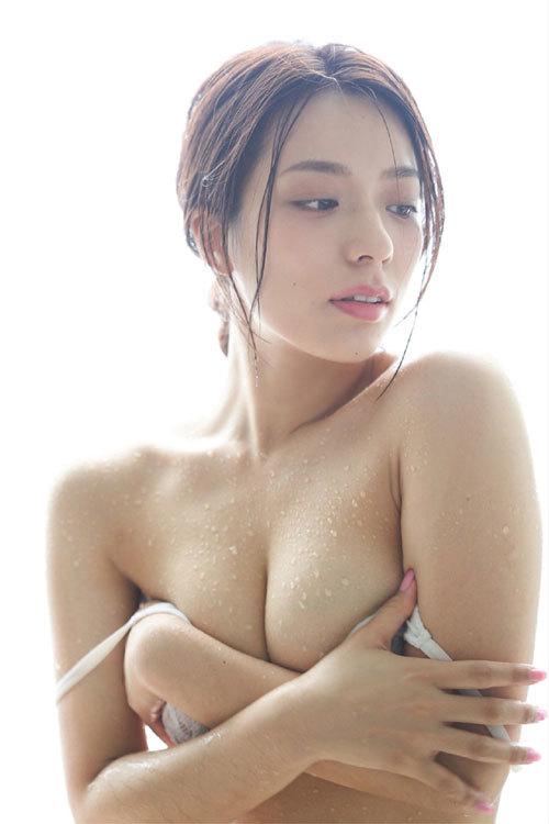 小瀬田麻由Fカップの美巨乳おっぱいに釘付け41