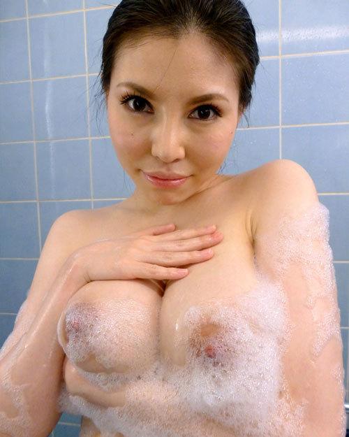 石鹸の泡まみれでヌルヌルのおっぱい揉みたい26