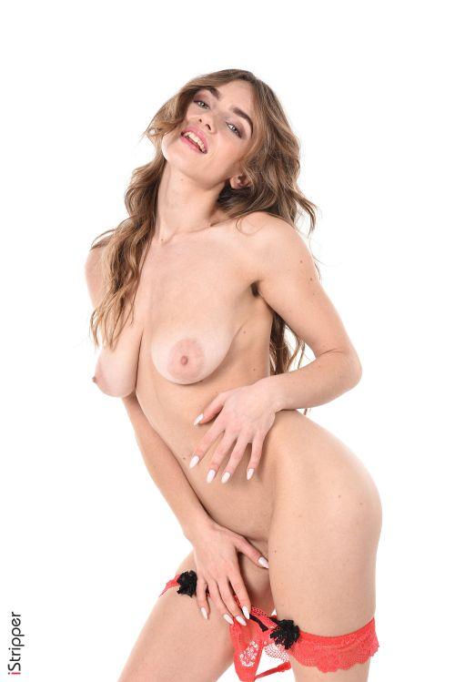 キリっとした顔立ちに似合わぬ柔垂れ乳に巨乳輪という熟女なおっぱいw太眉美女さんのセクシーランジェリーヌード&エロダンスww # 外人エロ画像