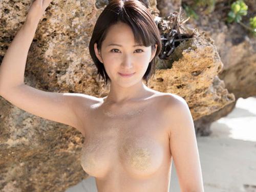 空手黒帯美女の'令和の女豹' 宮崎華帆、野外でおっぱいモロ出しでくびれ美裸を惜しげもなく披露ww