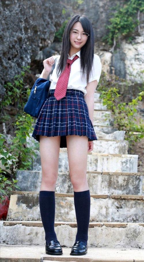 パンツ見えなくても抜ける女子校生の太腿画像 part21
