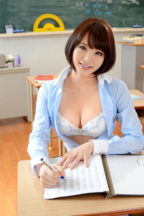おっぱい丸出しで生徒を誘惑する淫乱な女教師6