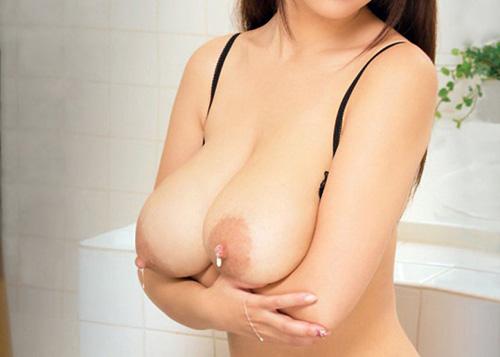 【母乳エロ画像】限られた期間だけ味わえるから貴重な母乳溢れ出るおっぱい!