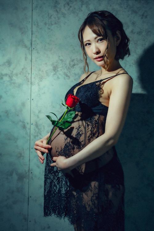 AV女優・朝比奈菜々子 元気な赤ちゃん出産!