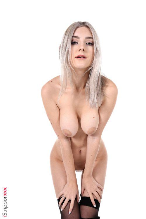 ニーア ディルドマタw人気モデルの Eva Elfie ちゃんがニーア オートマタ 2Bのコスプレでディルドをお股に突っ込んじゃうwヌード&エロダンスww # 外人エロ画像