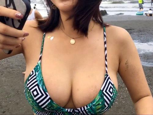 早く海やプール行って素人の水着女子の巨乳おっぱいが見たくて仕方ない