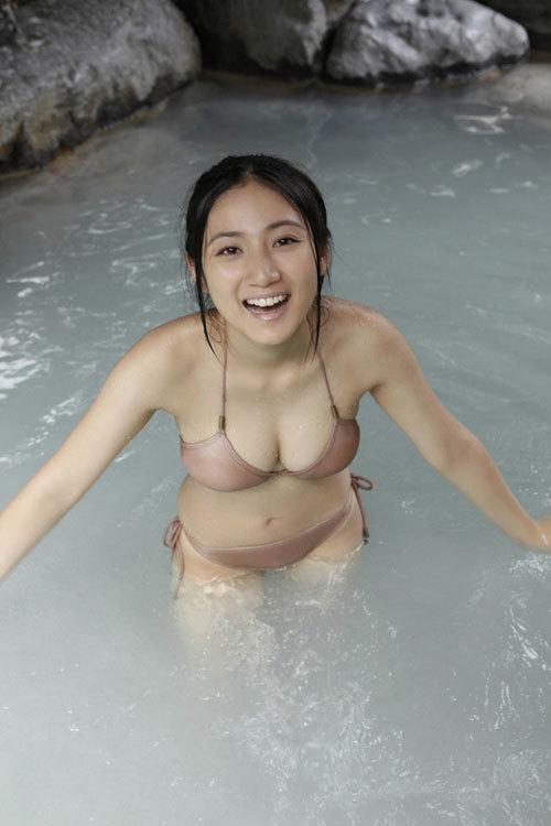 紗綾Gカップのおっぱいがビキニから零れそう41