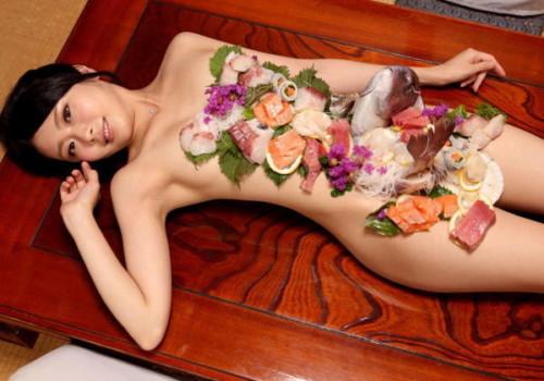 女体盛りとかいう日本独自の文化を経験してみたwwwwwwwwwwwwwwwwww