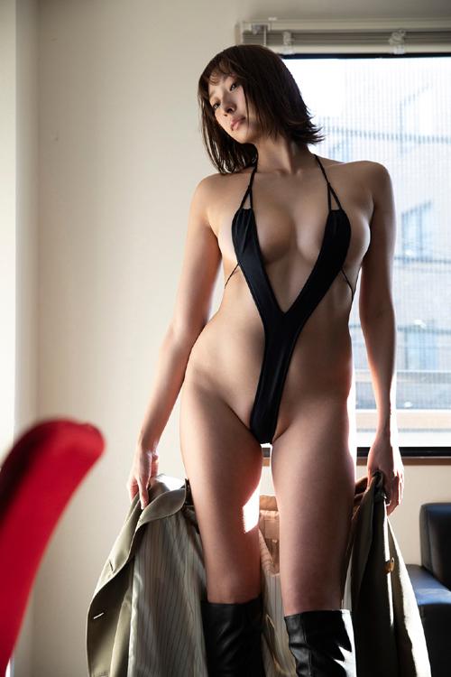 緒方咲さんが新作でド変態水着を着る part2