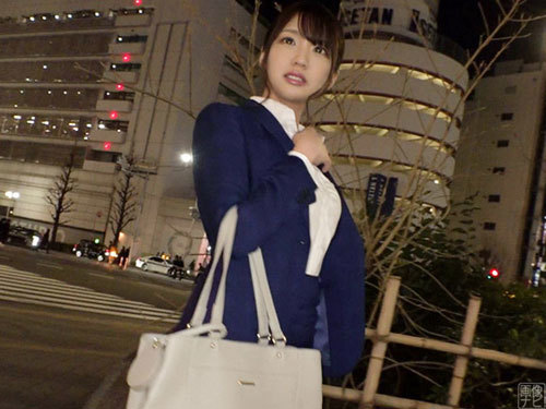 新宿駅周辺で25歳OLをナンパ。簡単な撮影を口実にホテルへ移動…