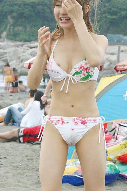 夏が待ち遠しい浜辺で戯れる水着★エロ画像49枚