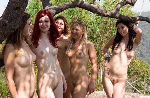 グループで裸になって集団記念撮影してる外国美女を肴に…60枚 Part3