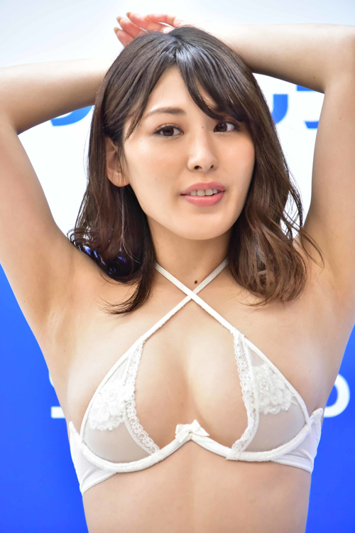 金子智美 透け乳首、ニプレス、疑似セックスしまくり!!!