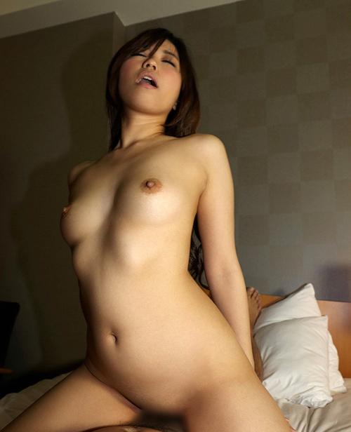 突き上げられる快感に喘ぐ…騎乗位セックス画像100枚