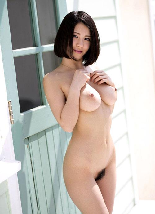 全裸でおっぱいとマン毛を見せつけるお姉さん5