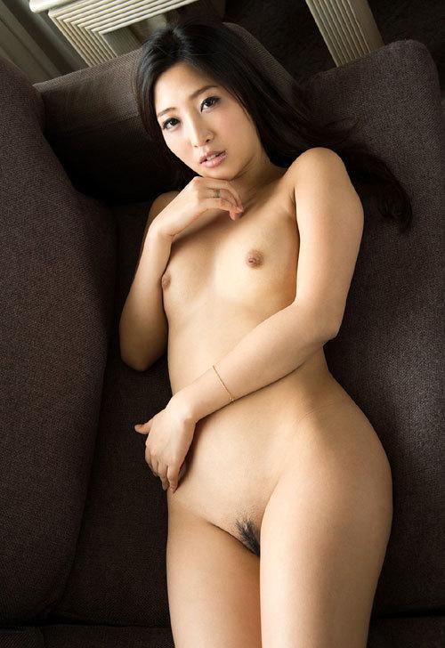 全裸でおっぱいとマン毛を見せつけるお姉さん19