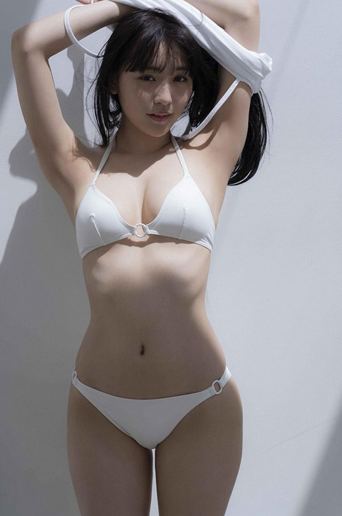 女優として成功した浅川梨奈だけどいい体してる内にグラビアももっと見たいよな